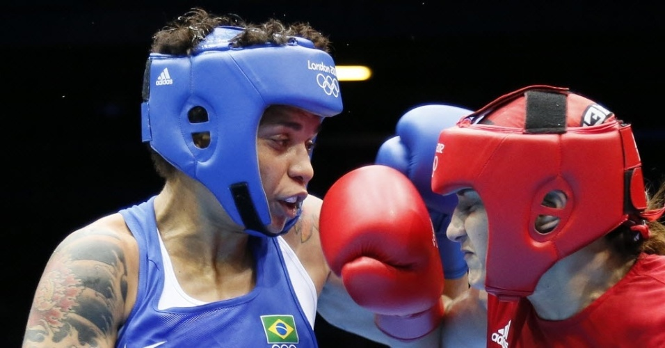 Brasileira Adriana Ara&#250;jo luta contra a marroquina Mahjouba Oubtil em luta v&#225;lida pelas quartas de final da categoria at&#233; 60 kg (06/08/2012)