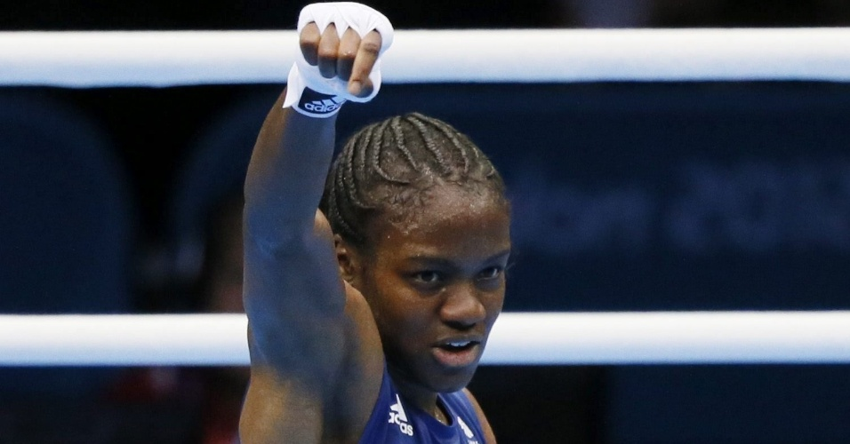 Brit&#226;nica Nicola Adams celebra sua vit&#243;ria ante a b&#250;lgara Stoyka Petrova, durante combate pelas quartas de final do peso mosca (at&#233; 51 kg)