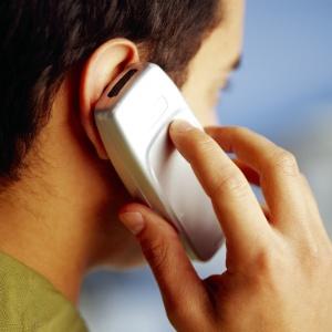 Executivo italiano, que usava celular durante seis horas diárias por 12 anos, conseguiu provar elo entre tumor e aparelho