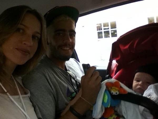 Com o filho e o marido, Luana Piovani  visita o Castelo de Windsor (6/8/2012)