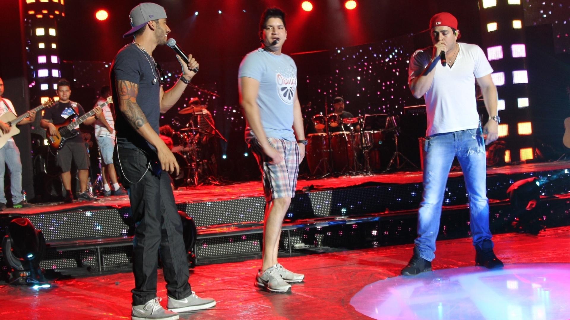 Gusttavo Lima com a dupla sertaneja Henrique e Diego em Campo Grande (6/8/12)