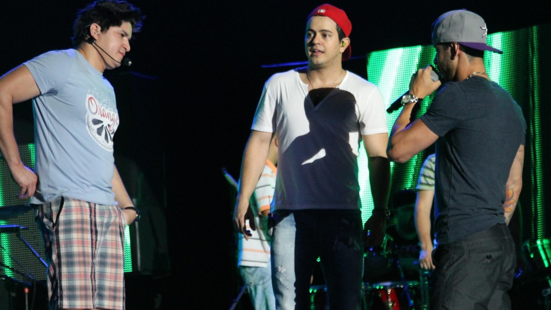Gusttavo Lima durante ensaio em Campo Grande com a dupla Henrique e Diego (6/8/12)