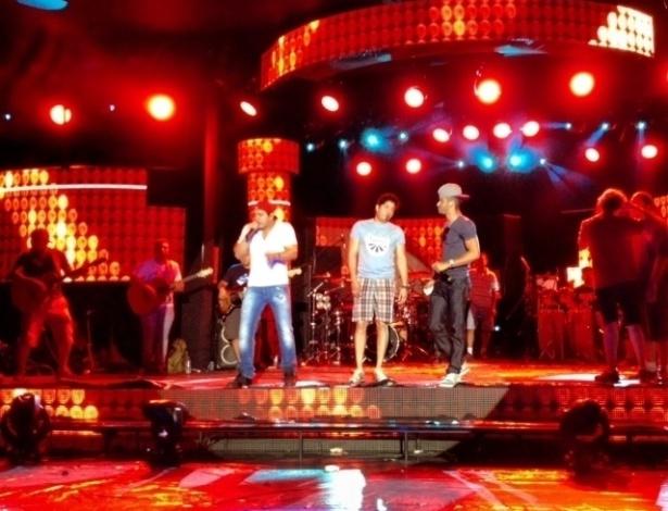 Gusttavo Lima em Campo Grande (MS) em ensaio da gravação do DVD da dupla sertaneja Henrique e Diego (6/8/12)