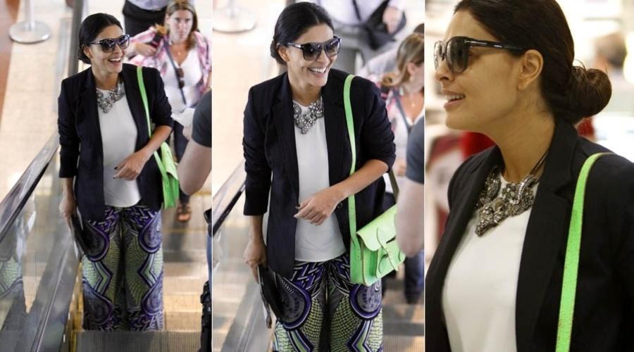 Juliana Paes embarca em aeroporto do Rio de Janeiro (6/8/2012)
