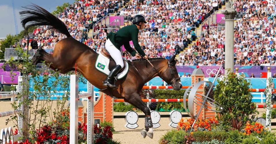 Rodrigo Pessoa, cavaleiro brasileiro, disputa a competição de saltos em Londres
