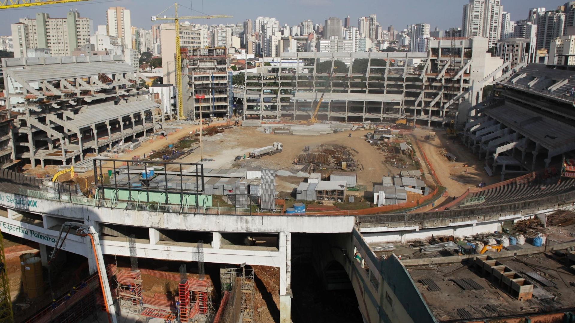 http://imguol.com/2012/08/06/visao-panoramica-das-obras-do-novo-estadio-do-palmeiras-a-arena-palestra-1344283846303_1920x1080.jpg