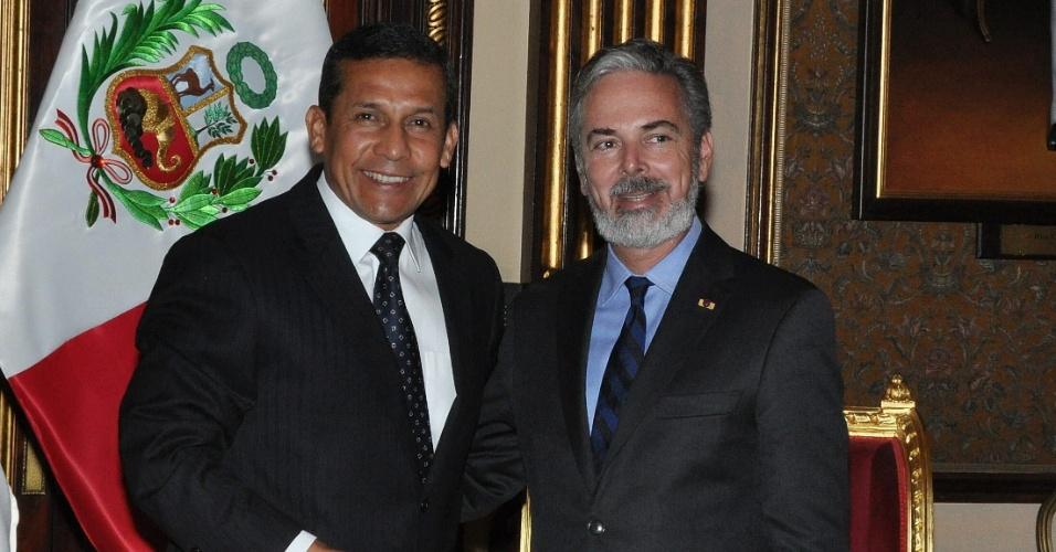 7.ago.2012 - Foto divulgada nesta terça-feira (7) pelo Peru mostra o presidente do país, Ollanta Humala (à esquerda), e o chanceler brasileiro Antonio Patriota, no Palácio do Governo em Lima (Peru), nesta segunda-feira