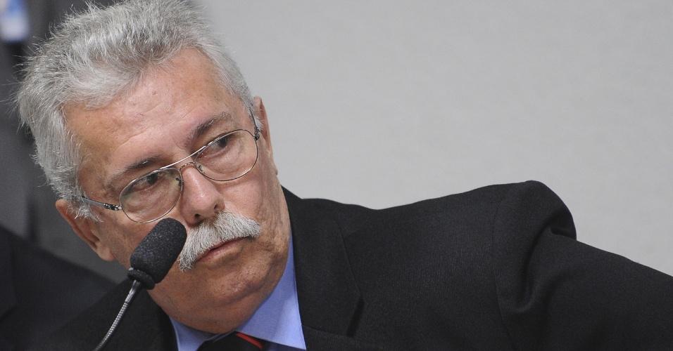 7.ago.2012 - O agente da Polícia Federal Joaquim Gomes Thomé Neto comparece à CPI do Cachoeira nesta terça-feira (7)