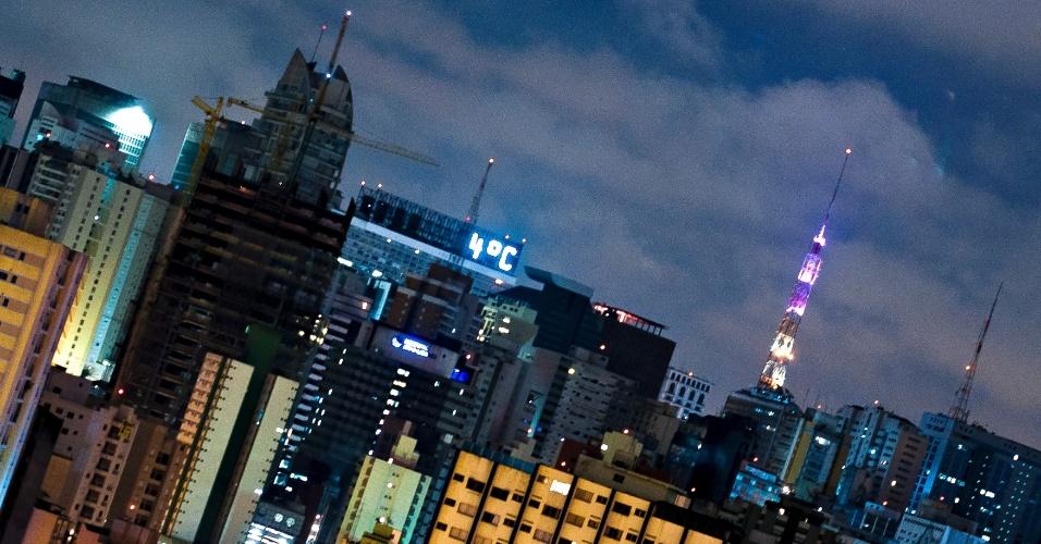 7.ago.2012 - Termômetro na região da avenida Paulista registra 4ºC na madrugada desta terça-feira (7)
