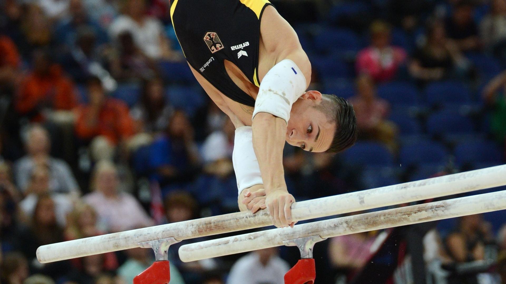 Alemão Marcel Nguyen se apresenta na final de barras paralelas no último dia da ginástica artística em Londres; ele ficou com a medalha de prata