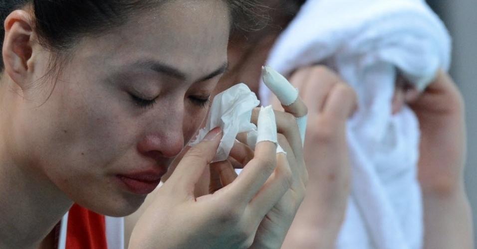 Chinesa não conseguiu segurar as lágrimas após a derrota para o Japão no vôlei