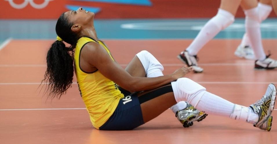 Fernanda Garay lamenta erro nas quartas de final contra a Rússia