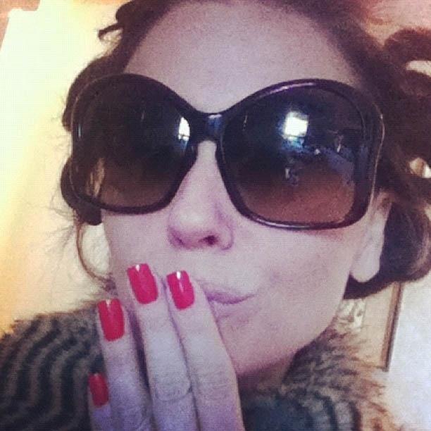 Giovanna Antonelli mostra foto em que aparece com as unhas vermelhas (7/8/2012)