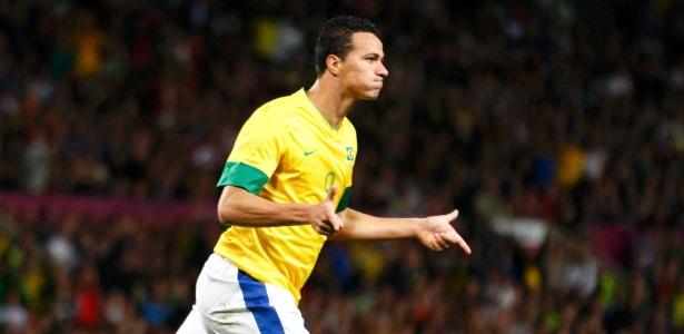 Leandro Damião comemora seu gol na partida contra a Coreia do Sul na semifinal dos Jogos de Londres