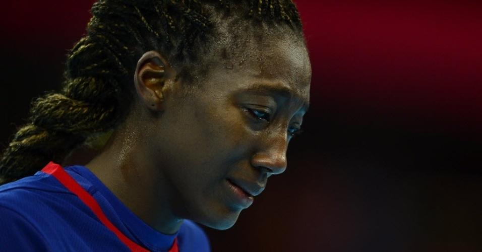 Mariama Signate, da seleção francesa de handebol, lamenta derrota para Montenegro nas quartas de final