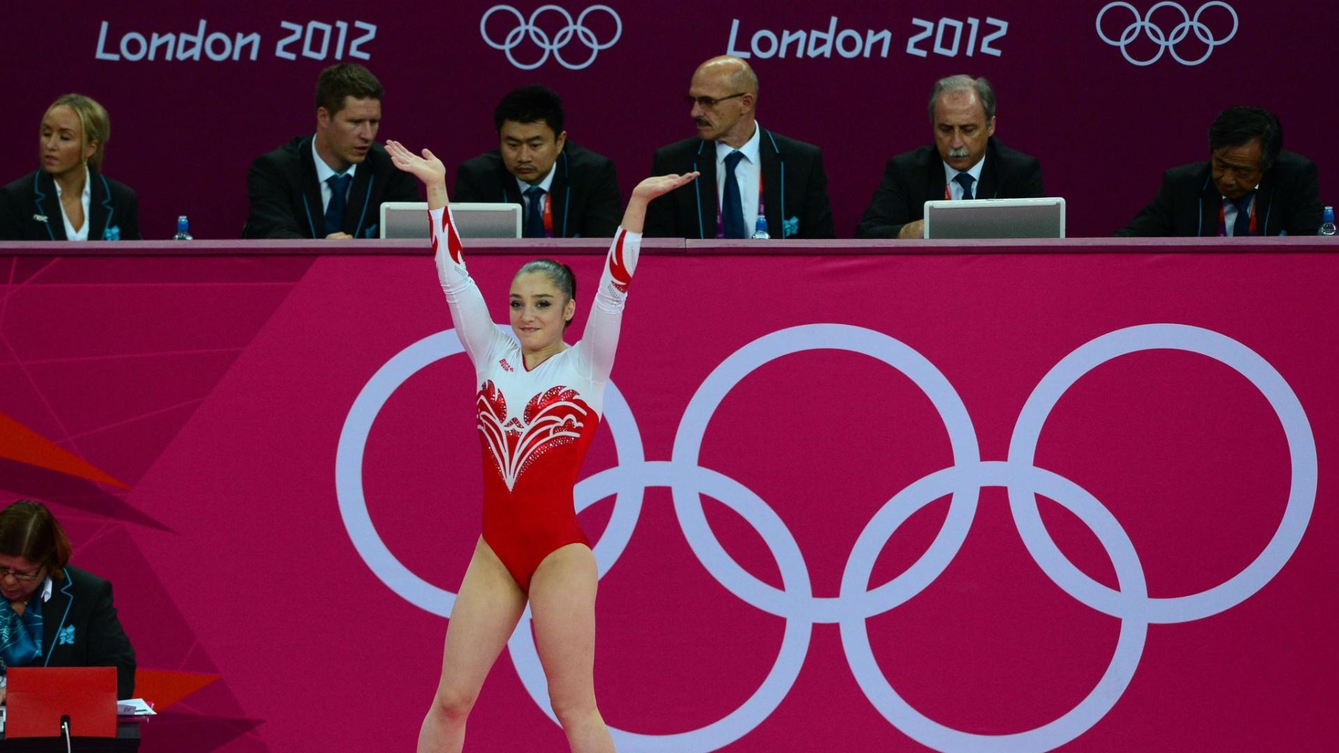 Russa Aliya Mustafina se apresenta no solo; a veterana ginasta ficou com a medalha de prata