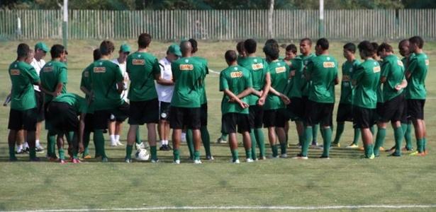 Técnico Marcelo Oliveira conversa com o grupo do Coritiba que se prepara para jogo contra o Atlético-MG pela 15ª rodada do Brasileiro (07/08/2012)