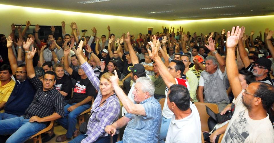 8.ago.2012 - Policiais civis de Pernambuco decidem pela suspensão da greve em assembleia realizada em Recife. A categoria irá negociar com o governo do Estado