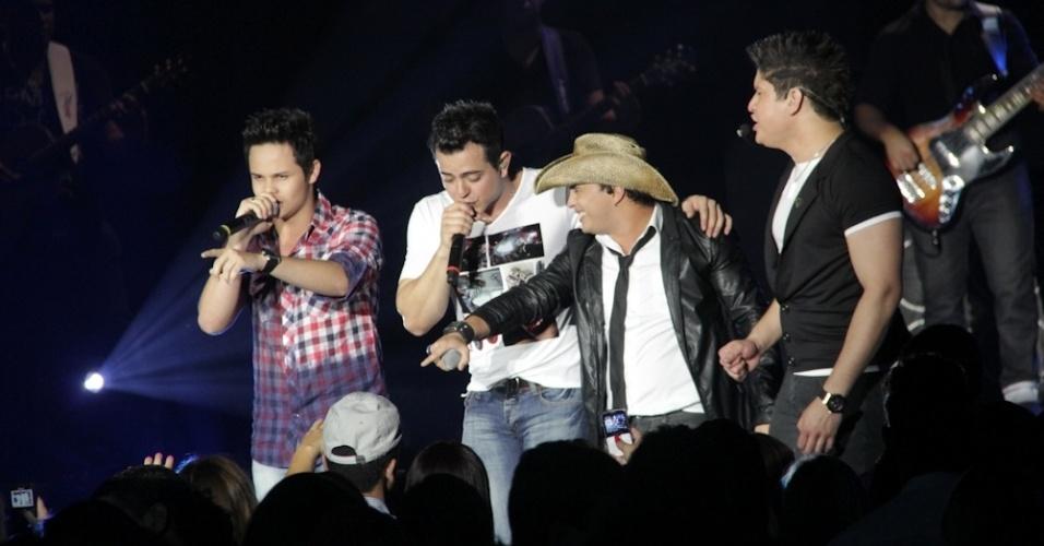 A dupla Matheus e Kauan participou do show da gravação do primeiro DVD de Henrique e Diego, em Campo Grande (7/8/12)