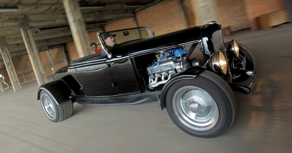 Ford 32 agora é impulsionado por V8 5.0 de Mustang com carburador Holley quadrijet de 650 cfm