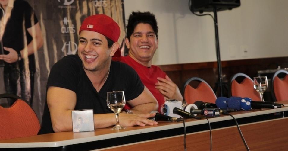 Henrique e Diego divulgaram a gravação do primeiro DVD, durante evento em Campo Grande (MS) (7/8/12)