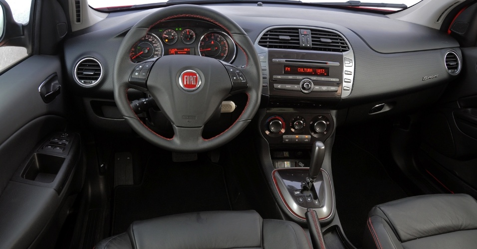 O interior do Bravo &#233; o melhor j&#225; produzido pela Fiat no Brasil: a posi&#231;&#227;o de dirigir &#233; exata e o acabamento refinado e de boa qualidade