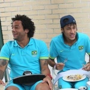 Oscar, Marcelo, Neymar e Thiago Silva se divertem durante almoço no Sopwell House Hotel, concentração da seleção brasileira em Londres (08/08/2012)