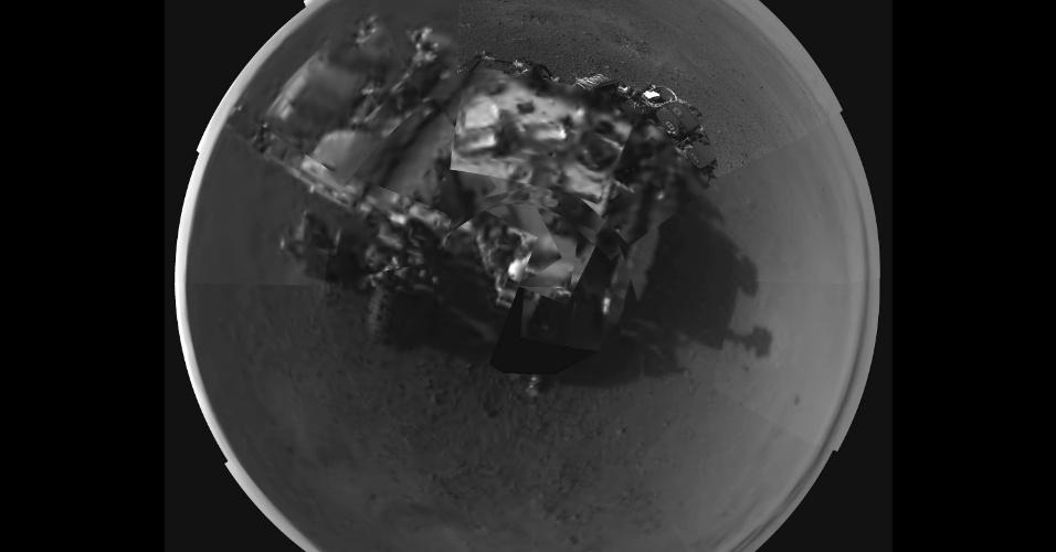 9.ago.2012 - A imagem, divulgada pela Nasa (agência espacial americana), mostra o robô Curiosity em Marte. A fotografia foi tirada de uma câmera localizada no mastro com capacidade de tirar fotos de 360 graus. Segundo Jennifer Trosper, uma das responsáveis pela missão,os dados térmicos mostram que as temperaturas encontradas pela Curiosity são menos frias que o esperado
