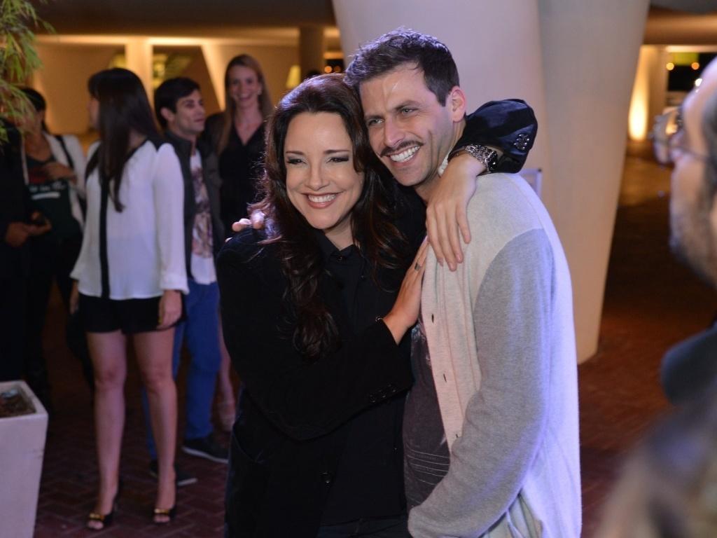A cantora Ana Carolina encontra o ator Henri Castelli no aniversário de Preta Gil na casa de shows Miranda, na zona sul do Rio (8/8/2012)