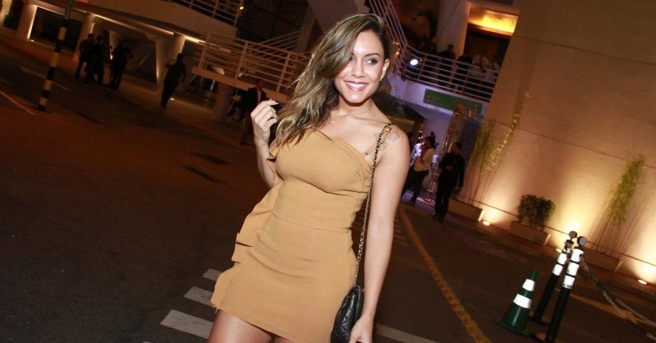 A ex-BBB Lia Khey chega ao aniversário de Preta Gil na casa de shows Miranda, na zona sul do Rio (8/8/2012)