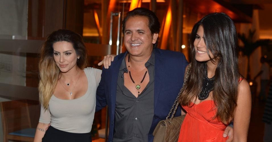 Ao lado de Cleo Pires e Antonia Morais, Orlando Morais chega ao aniversário de Preta Gil na casa de shows Miranda, na zona sul do Rio (8/8/2012)