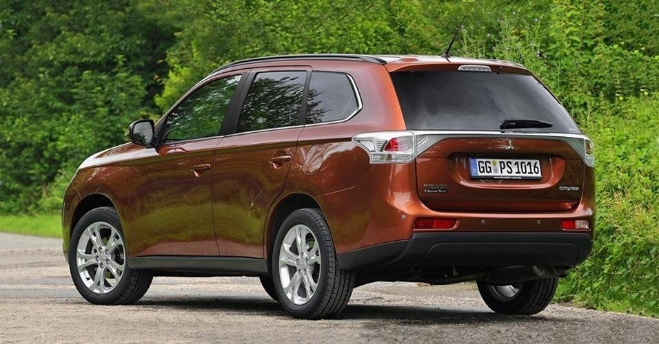 Com a nacionalização, o preço da versão V6 deve ser menor que os atuais R$ 129.990. O valor da 2.0, hoje a R$ 99.990, também