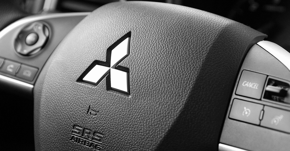 Como os outros carros da Mitsubishi, o Outlander será um modelo completo, sem opcionais. No destaque, o volante multifuncional