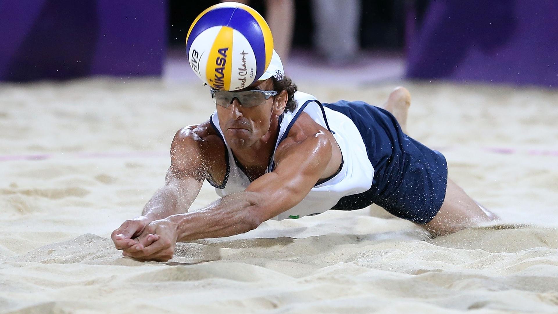 http://imguol.com/2012/08/09/emanuel-se-joga-na-areia-e-faz-defesa-para-a-dupla-brasileira-na-decisao-dos-jogos-olimpicos-de-londres-1344545066552_1920x1080.jpg