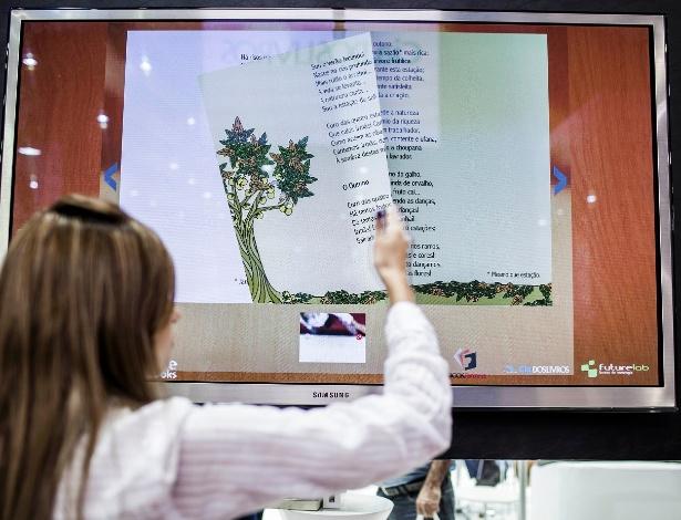 Livro interativo de poesia infantil do Olavo Bilac é um dos destaques da 22º Bienal Internacional do Livro, em São Paulo (9/8/2012)