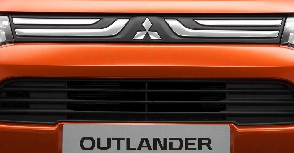 Na Europa, o Outlander divide plataforma com Citroën C-Crosser e Peugeot 4007, que não vendem aqui por acordo entre as marcas