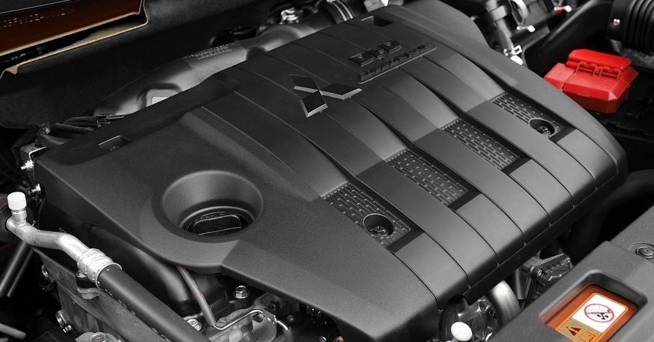 O motor do carro gringo é um quatro cilindros a diesel de 150 cv; aqui, a versão mais fraca terá o 2.0 de 160 cv e 20,1 kgfm do ASX