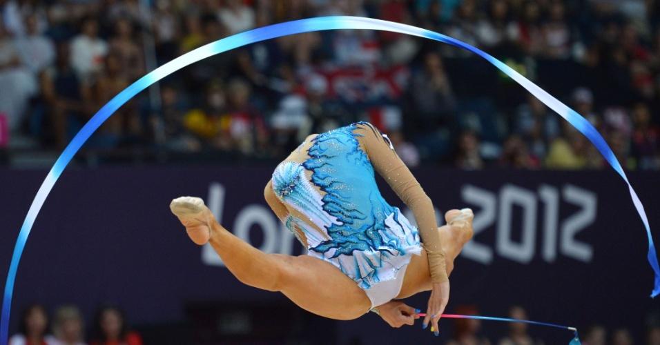 """Cipriota Chrystalleni Trikomiti fica """"sem cabeça"""" durante sua apresentação de fita no 2º dia de eliminatórias da ginástica rítmica"""