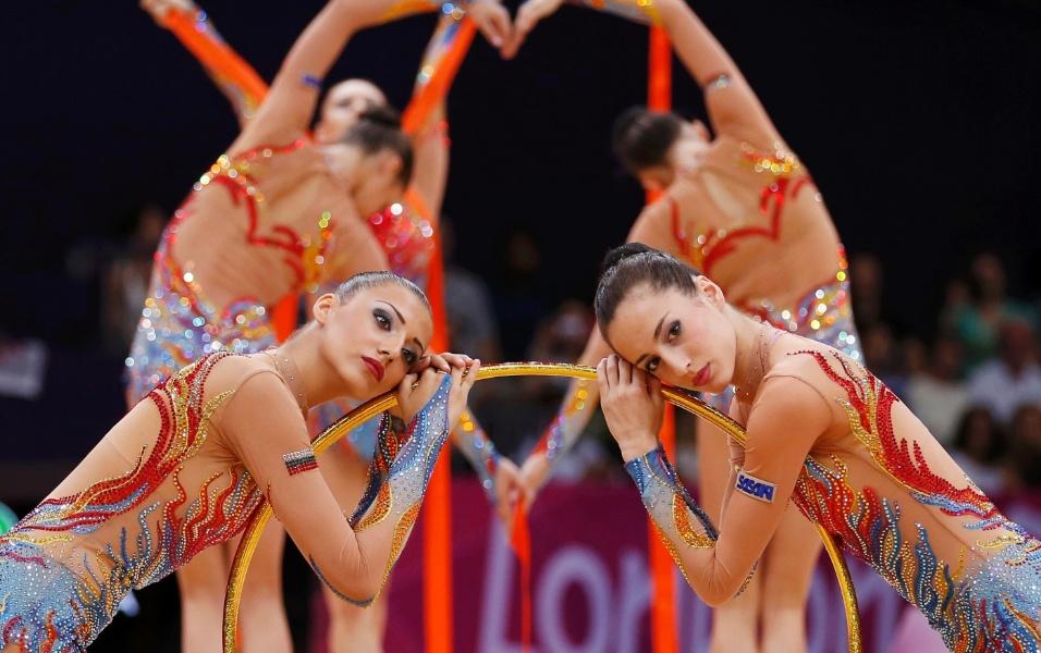 Conjunto da Bulgária se apresenta com três fitas e dois arcos no segundo dia de eliminatórias da ginástica rítmica