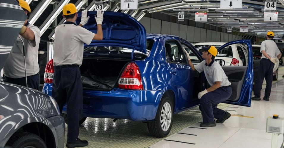 O Toyota Etios terá de encarar VW Gol, Fiat Uno, Nissan March e os futuros Chevrolet Onix e Hyundai HB20, além dos sedãs compactos