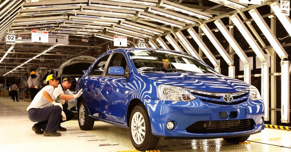 O primeiro carro a sair da fábrica de Sorocaba (SP) foi doado à Associação Bom Pastor, entidade que auxilia pessoas carentes da região