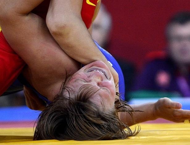 Russa Lubov Volosova faz careta no embate contra o chinesa Jing Ruixue, pela luta livre até 63 kg