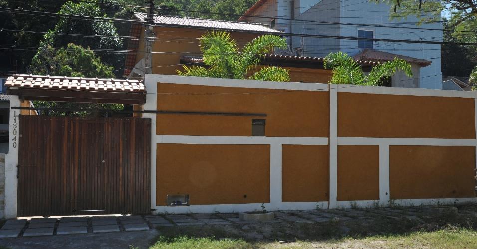 Casa que pertencia a Patrícia Acioli está vazia desde que a magistrada foi assassinada, em agosto do ano passado. Segundo relatos de vizinhos, os parentes da juíza não visitam o local desde janeiro deste ano. O imóvel está situado na rua dos Corais, em Jardim Imbuí, no distrito de Piratininga, em Niterói, na região metropolitana do Rio de Janeiro.