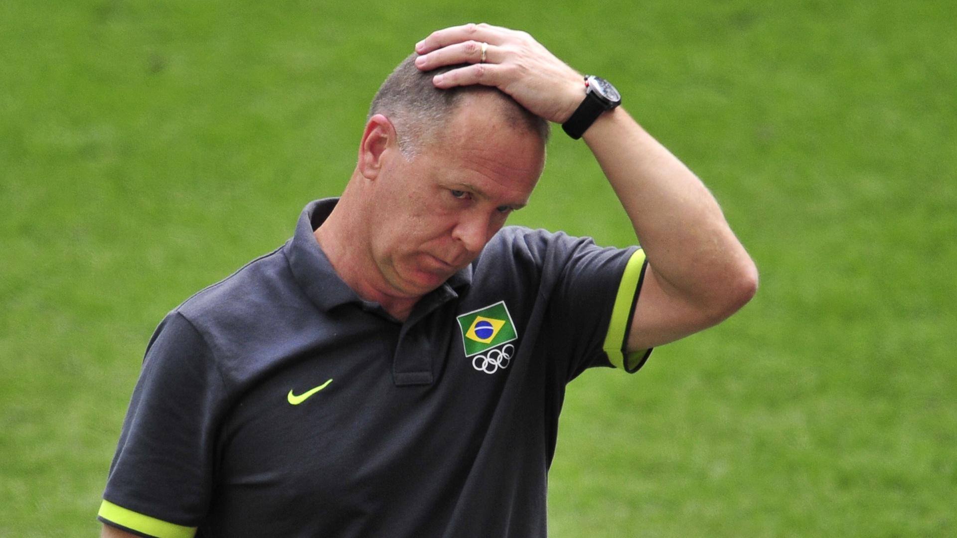 Mano Menezes demonstra preocupação com derrota brasileira para o México