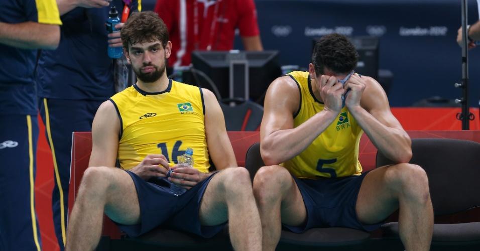 Lucão e Sidão ficam inconsoláveis após derrota brasileira na decisão do ouro olímpico contra a Rússia
