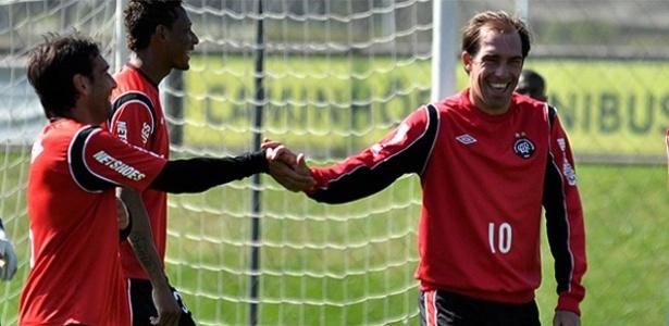 Meia Paulo Baier retorna aos treinamentos no Atlético-PR e pode enfrentar o ASA-AL (11/08/2012)