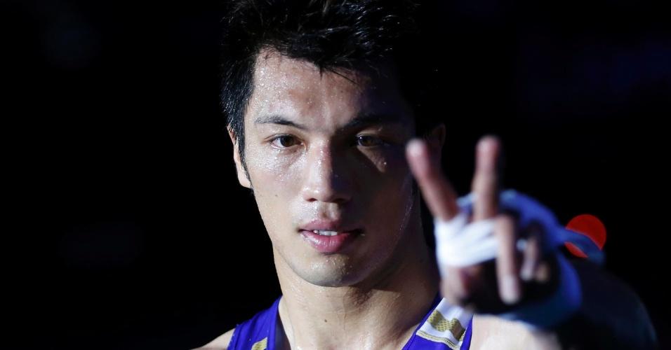 Pugilista japonês, Ryota Murata comemora após vencer ucraniano Abbos Atoev na semifinal dos meio-pesados