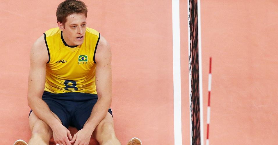 Sem reação, Murilo senta em quadra após derrota brasileira para Rússia na final olímpica