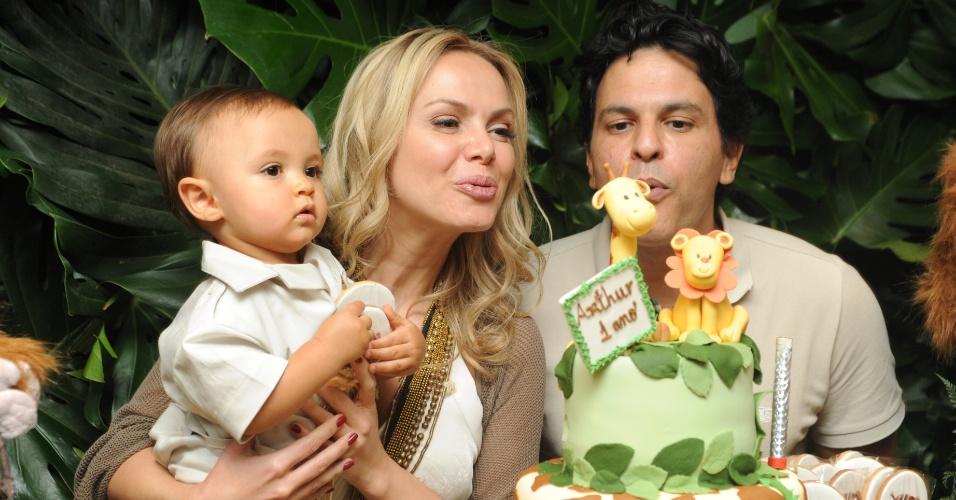 A apresentadora Eliana Michaelichen e o músico João Marcelo Bôscoli comemoraram o aniversário de um ano do filho Arthur, em São Paulo (11/8/12)