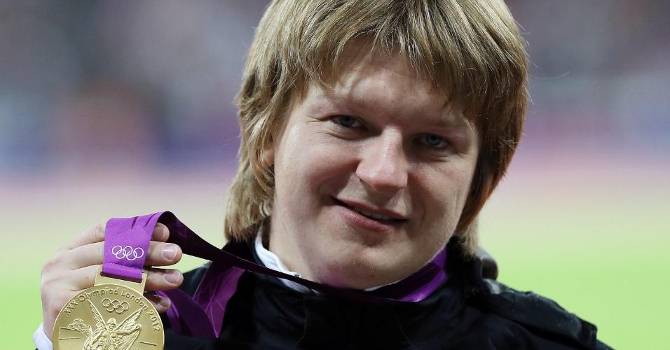 A atleta de Belarus, Nadzeya Ostapchuk, perdeu a medalha de ouro do Arremesso de Peso, conquistada em Londres-2012 após seu exame anti-doping constatar a presença do agente anabolizante metenolone